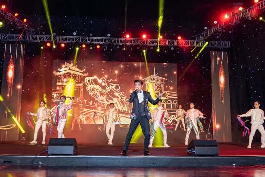 MC Anh Quân, diễn giả Thi Thảo dẫn dắt thành công đêm nhạc, quyên góp gần 4 tỉ đồng - Ảnh 7.