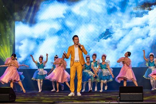 MC Anh Quân, diễn giả Thi Thảo dẫn dắt thành công đêm nhạc, quyên góp gần 4 tỉ đồng - Ảnh 8.