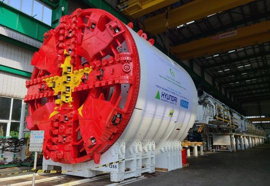 Cận cảnh robot đào hầm nặng 850 tấn của Metro Nhổn-ga Hà Nội về đến Việt Nam - Ảnh 1.