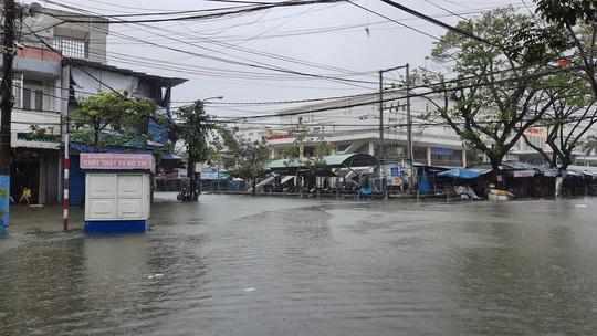 Mưa lớn, thủy điện xả lũ, nhiều nơi ở Quảng Nam ngập lụt - Ảnh 3.