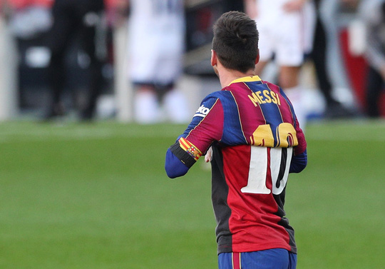 Cởi áo tri ân huyền thoại, Messi nộp phạt nóng 3.000 euro - Ảnh 2.