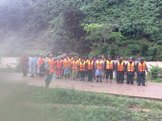 Đã liên lạc được nhóm khách TP HCM bị kẹt trên núi ở Khánh Hòa - Ảnh 2.