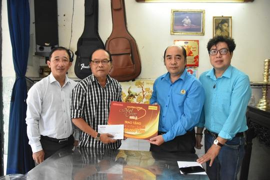 Mai Vàng nhân ái thăm hai nhạc sĩ Duy Khanh và Văn Dần - Ảnh 1.