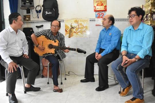 Mai Vàng nhân ái thăm hai nhạc sĩ Duy Khanh và Văn Dần - Ảnh 2.