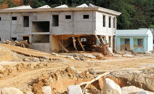 Vượt núi vào 2 xã bị cô lập, Chủ tịch Quảng Nam ban hành tình huống khẩn cấp - Ảnh 5.