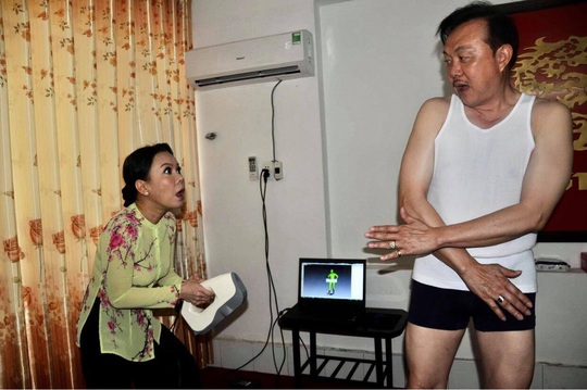 Nghệ sĩ Việt Hương nhớ da diết không khí đo tượng sáp nghệ sĩ Chí Tài - Ảnh 3.
