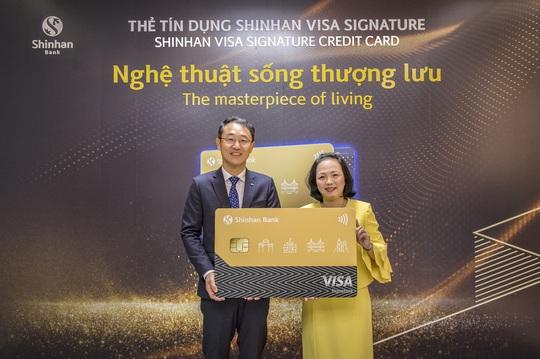 Shinhan Việt Nam ra mắt dòng thẻ tín dụng Visa Signature - Ảnh 1.