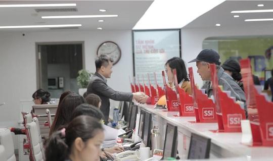 Đại gia chứng khoán được 9 ngân hàng nước ngoài cho vay 2.000 tỉ đồng - Ảnh 1.