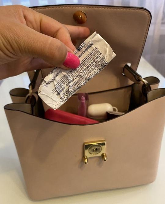 Những đồ vật cần phải dọn bỏ khỏi túi xách của bạn! - Ảnh 6.