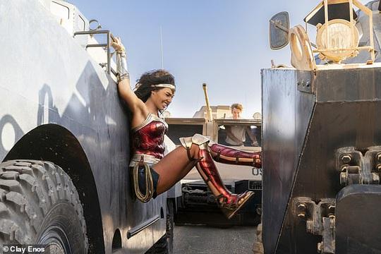 Bom tấn Wonder Woman 1984 sắp đổ bộ rạp Việt - Ảnh 2.