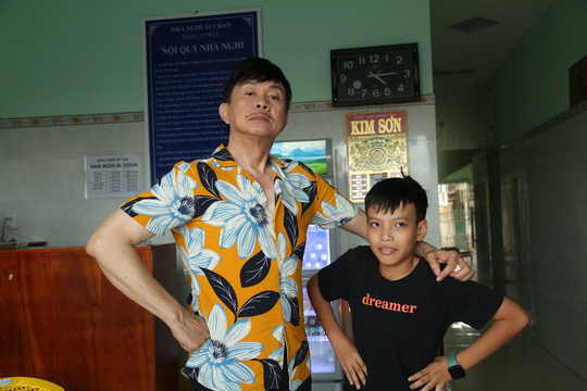 Xúc động hình ảnh cuối cùng của nghệ sĩ Chí Tài trong show truyền hình giúp người bất hạnh đổi đời - Ảnh 8.