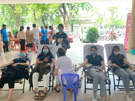 Nhân viên Shinhan Finance hiến máu giữa bối cảnh máu khan hiếm tại Đà Nẵng - Ảnh 2.