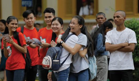 Thủ tướng Hun Sen chỉ thị miễn thi cuối cấp cho học sinh lớp 12 - Ảnh 1.