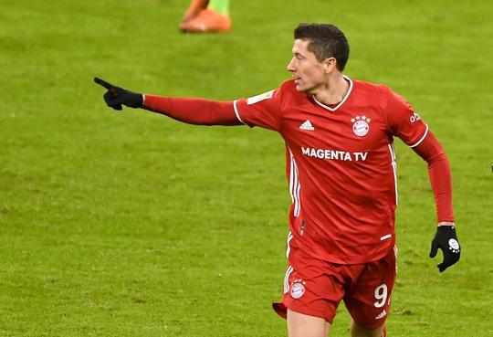 Dội bom 250 bàn thắng, Lewandowski chói sáng trước Ronaldo, Messi - Ảnh 4.