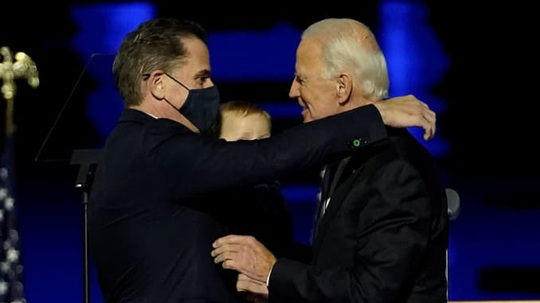 """Tổng thống Trump sẽ """"không tha con trai ông Biden? - Ảnh 1."""