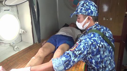 Vụ chìm tàu nước ngoài ở biển Phú Quý: Tìm thấy 11 người, 4 người chết và mất tích - Ảnh 3.