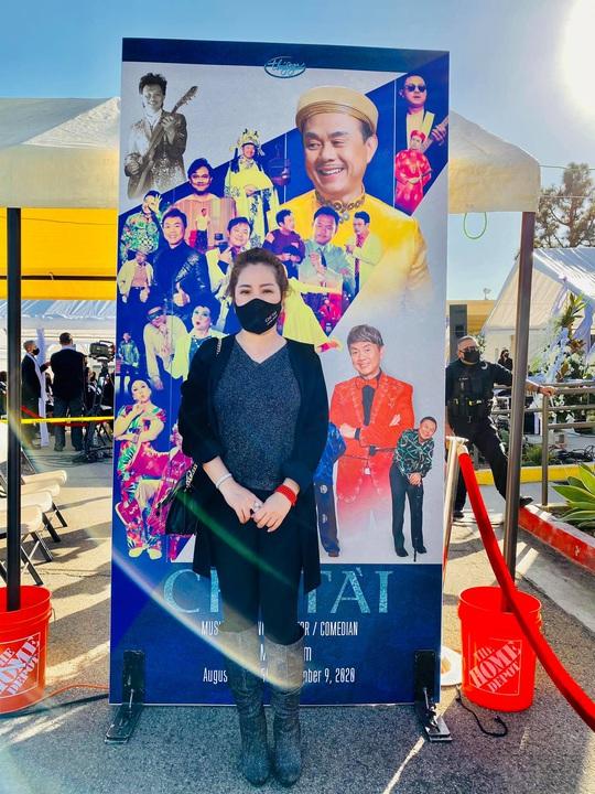 Con gái nghệ sĩ Việt Hương thay mẹ đến viếng cố nghệ sĩ Chí Tài - Ảnh 8.