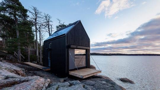 Ngôi nhà xinh xắn với công nghệ xanh nằm cheo leo bên bờ biển - Ảnh 1.