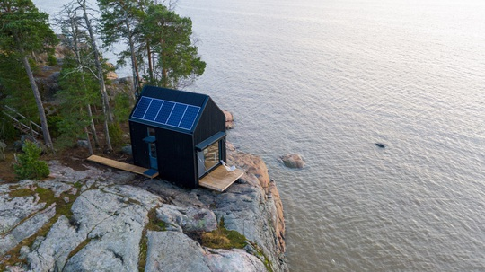 Ngôi nhà xinh xắn với công nghệ xanh nằm cheo leo bên bờ biển - Ảnh 2.