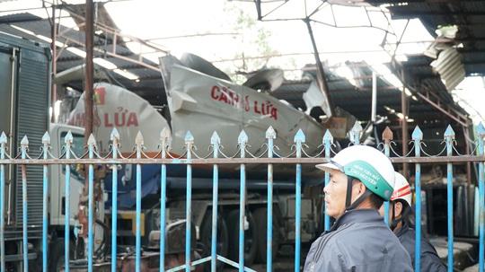 Nạn nhân vụ nổ xe bồn chở xăng đã tử vong - Ảnh 1.