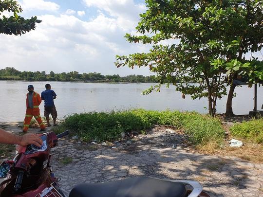 Thi thể nữ giới móp đầu, mất cánh tay trôi trên sông Sài Gòn - Ảnh 1.