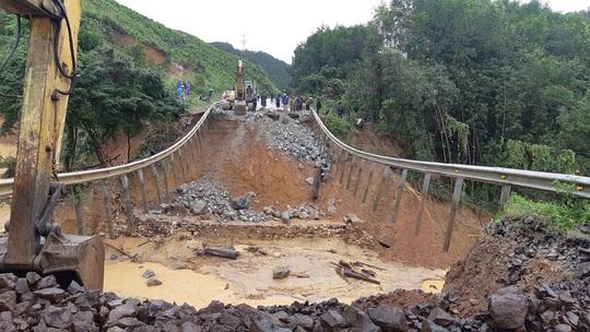 Một thanh niên tử vong trong mưa lũ - Ảnh 2.