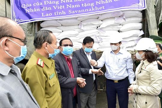 Việt Nam tặng 1.000 tấn gạo hỗ trợ Lào khắc phục thiên tai - Ảnh 1.