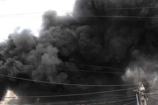 Cháy dữ dội ở Bình Dương - Ảnh 2.