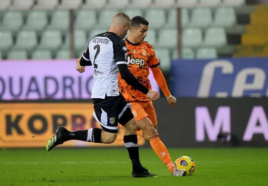 Ronaldo tiếp tục lập cú đúp, dẫn đầu danh sách Vua phá lưới Serie A - Ảnh 2.