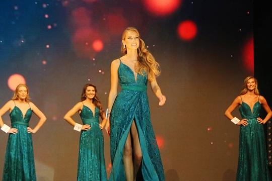 Nhan sắc người mẫu đăng quang Hoa hậu Pháp 2021 - Ảnh 5.