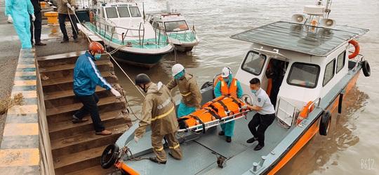 Cứu nạn 5 thuyền viên nước ngoài, trong đó 1 người tử vong - Ảnh 1.