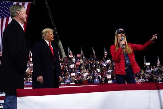 """Newsmax và Fox News đính chính thông tin về """"gian lận bầu cử Mỹ"""" - Ảnh 1."""