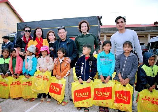 Trái tim nhân ái trao quà cho bà con nghèo tại tỉnh Đắk Nông - Ảnh 1.