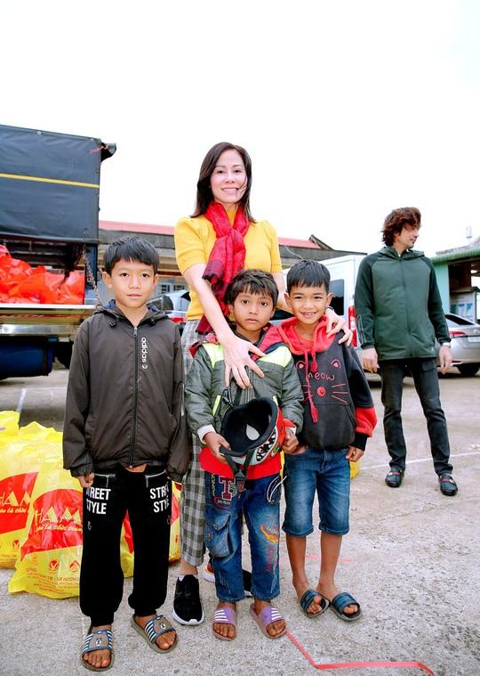 Trái tim nhân ái trao quà cho bà con nghèo tại tỉnh Đắk Nông - Ảnh 2.