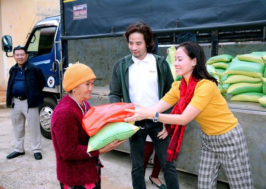 Trái tim nhân ái trao quà cho bà con nghèo tại tỉnh Đắk Nông - Ảnh 4.