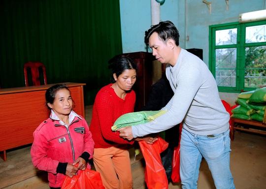 Trái tim nhân ái trao quà cho bà con nghèo tại tỉnh Đắk Nông - Ảnh 5.