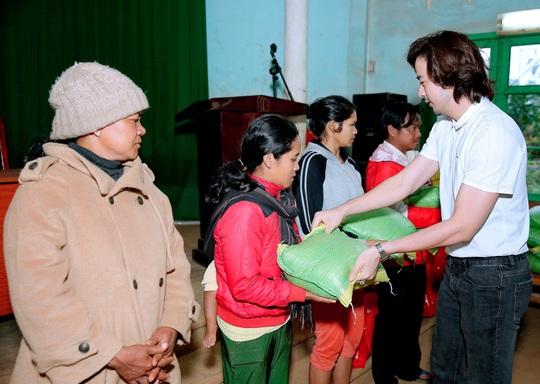 Trái tim nhân ái trao quà cho bà con nghèo tại tỉnh Đắk Nông - Ảnh 6.