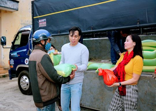 Trái tim nhân ái trao quà cho bà con nghèo tại tỉnh Đắk Nông - Ảnh 7.