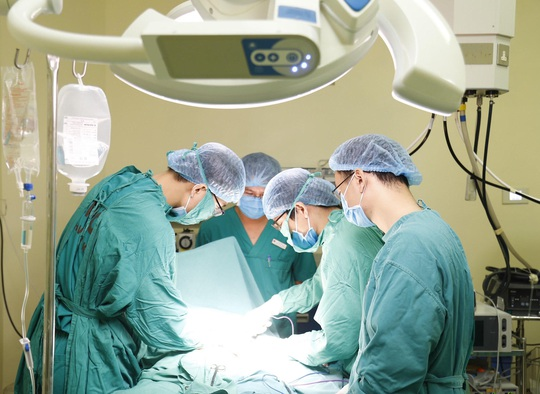 Bộ trưởng Bộ Y tế: Tự chủ bệnh viện không có nghĩa là tăng thu từ người bệnh - Ảnh 2.