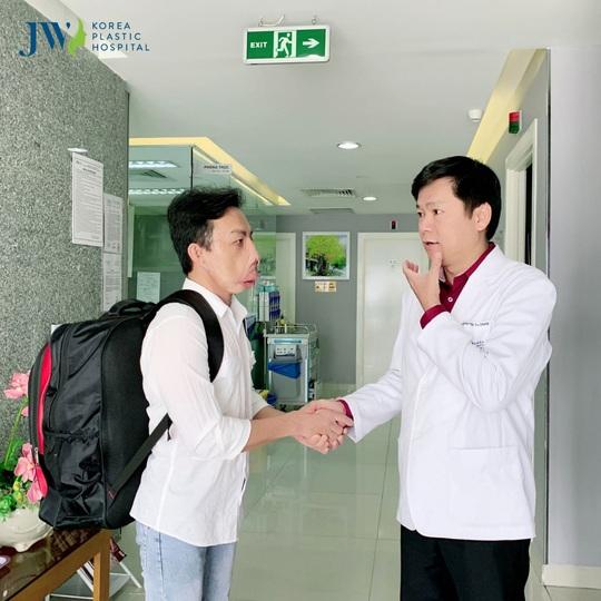 Cứu chàng trai mặt quỷ được đề cử Thành tựu Y khoa Việt Nam 2020 - Ảnh 1.