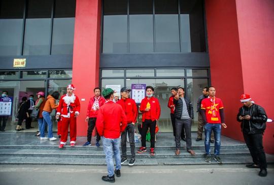 CLIP: Quang Hải không đá chính, vắng cổ động viên trận đội tuyển Việt Nam - U22 - Ảnh 11.
