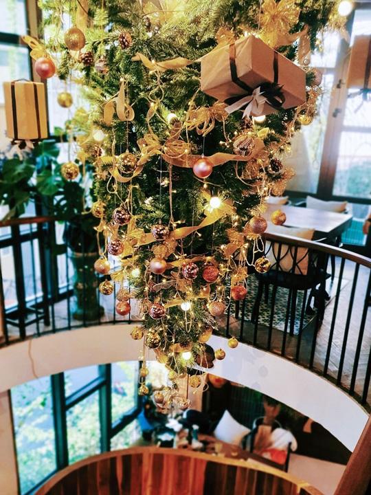 Check-in 8 quán cà phê đẹp mùa Giáng Sinh - Ảnh 5.