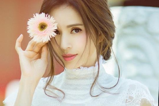 54 tuổi, nữ thần nhan sắc Lý Nhược Đồng đẹp ăn đứt đàn em - Ảnh 8.