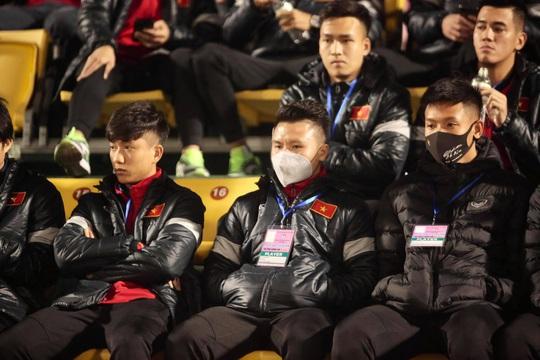 CLIP: Quang Hải không đá chính, vắng cổ động viên trận đội tuyển Việt Nam - U22 - Ảnh 2.