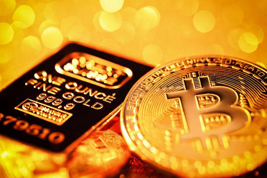 Vì sao giá vàng và Bitcoin cùng bật tăng? - Ảnh 1.