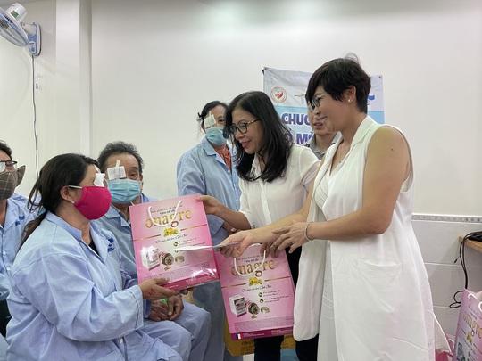 Dược Thuận Gia và VIETCO giúp bà con nghèo mổ mắt - Ảnh 1.