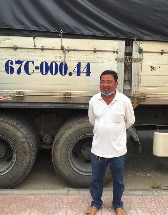 CLIP: Bị bắt giữ hàng lậu, tài xế xe tải còn cười tươi - Ảnh 5.