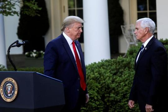 """Tổng thống Trump không hài lòng với """"phó tướng"""" Pence - Ảnh 1."""