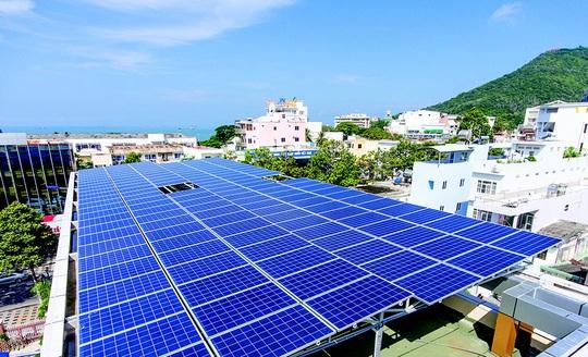 EVN dừng ký hợp đồng mua điện mặt trời mái nhà từ 31-12-2020 - Ảnh 1.