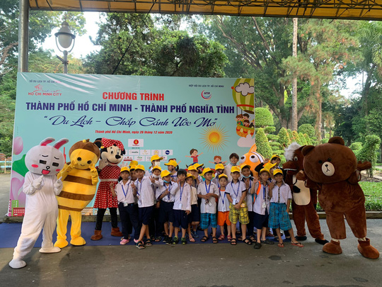 Lần đầu tiên TP HCM tổ chức du lịch miễn phí cho trẻ em mồ côi, khuyết tật - Ảnh 1.